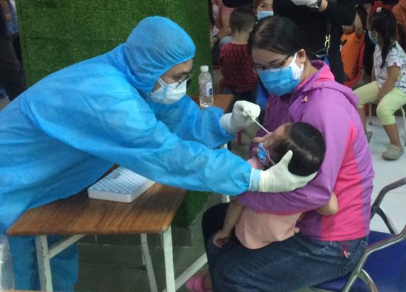 4 bệnh nhân COVID của Việt Nam có diễn biến lâm sàng tăng nặng rất nhanh - Ảnh 1.