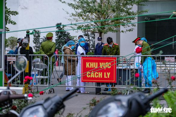 Hà Nội phong tỏa hai tòa nhà 1.200 dân liên quan tới ca nhiễm COVID-19 - Ảnh 3.