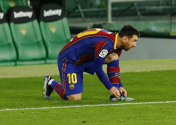 Vừa vào sân từ ghế dự bị Messi ghi bàn giúp Barca thoát nạn - Ảnh 2.