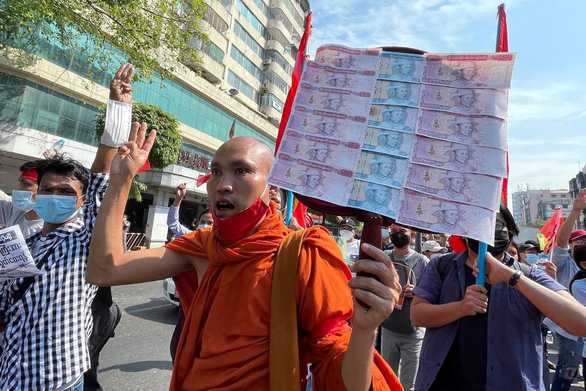 Myanmar: Sư sãi tham gia biểu tình, cảnh sát cảnh báo trấn áp - Ảnh 3.