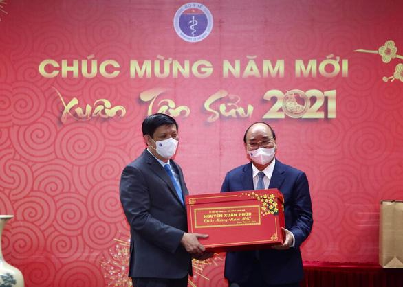 Thủ tướng: Cảm ơn đội ngũ chống dịch, có nhiều người sẽ đón Tết trong bệnh viện - Ảnh 2.