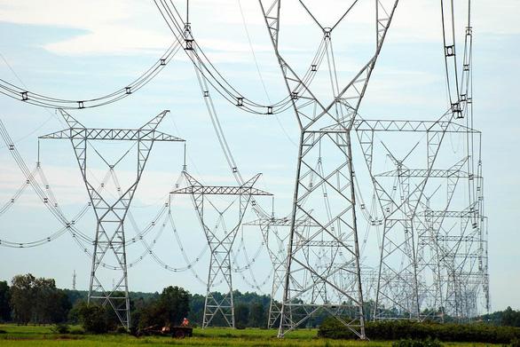 Thủ tướng chỉ đạo rà soát việc tiêu thụ điện giảm, phải cắt nguồn mặt trời - Ảnh 1.