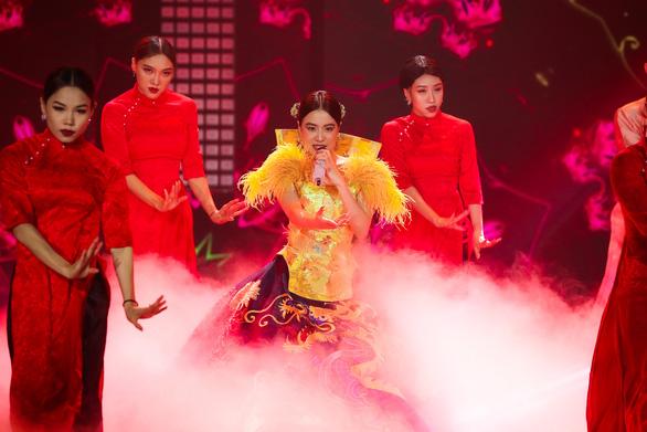 Hoàng Thùy Linh, Văn Mai Hương cùng 40 văn nghệ sĩ hát nhạc xuân đón giao thừa - Ảnh 4.
