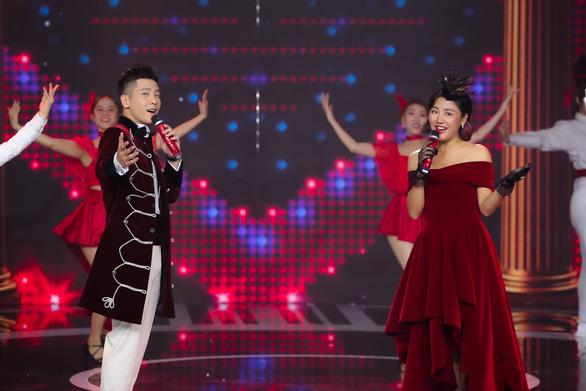 Hoàng Thùy Linh, Văn Mai Hương cùng 40 văn nghệ sĩ hát nhạc xuân đón giao thừa - Ảnh 5.