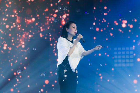 Hoàng Thùy Linh, Văn Mai Hương cùng 40 văn nghệ sĩ hát nhạc xuân đón giao thừa - Ảnh 3.