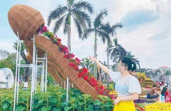 Tam Kỳ chỉnh sửa tạo hình hoa xuân bị dân mạng chế giễu nhạy cảm - Ảnh 2.