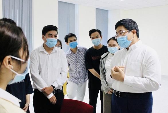 Sinh viên ĐH Y dược TP.HCM không nghỉ Tết, tình nguyện tham gia chống dịch - Ảnh 1.