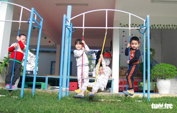 28 tết, trường quốc tế tự nguyện mở cửa giữ trẻ cho công nhân - Ảnh 4.