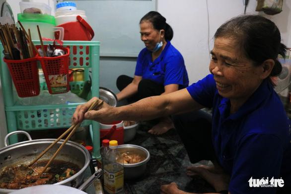 Phải hít thật sâu mới dám nói Ba mẹ ơi, năm nay con ăn Tết ở Sài Gòn - Ảnh 7.