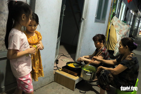 Phải hít thật sâu mới dám nói Ba mẹ ơi, năm nay con ăn Tết ở Sài Gòn - Ảnh 8.