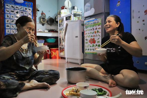 Phải hít thật sâu mới dám nói Ba mẹ ơi, năm nay con ăn Tết ở Sài Gòn - Ảnh 10.