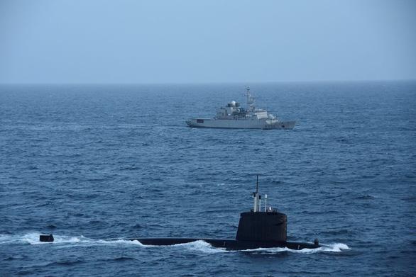 Tàu ngầm hạt nhân Pháp tuần tra ở Biển Đông, thách thức Trung Quốc - Ảnh 1.