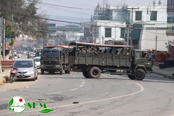 Người Myanmar tràn xuống đường sau vụ quân đội xả súng vào người biểu tình - Ảnh 5.