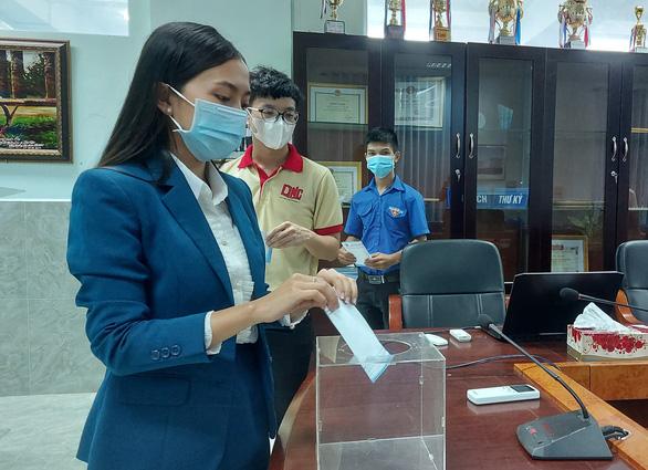 Thầy trò Đại học Nam Cần Thơ tham gia góp vắc xin COVID-19 - Ảnh 1.