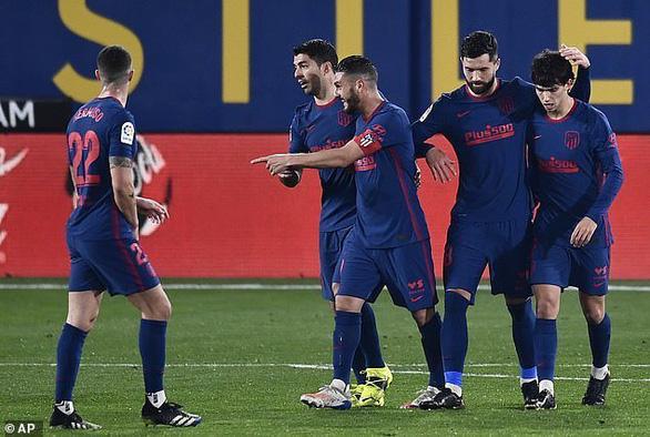 Đánh chìm tàu ngầm vàng, Atletico Madrid bỏ xa Barca 5 điểm - Ảnh 1.