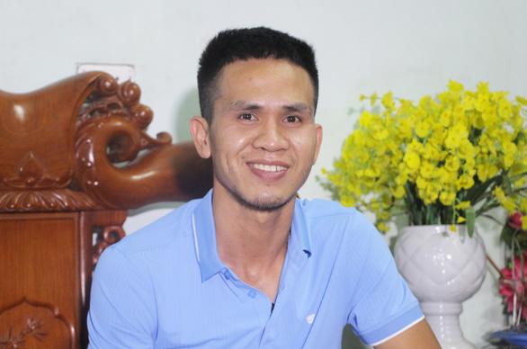 Bộ trưởng Bộ LĐ-TB&XH khen thưởng cho anh Nguyễn Ngọc Mạnh - Ảnh 1.