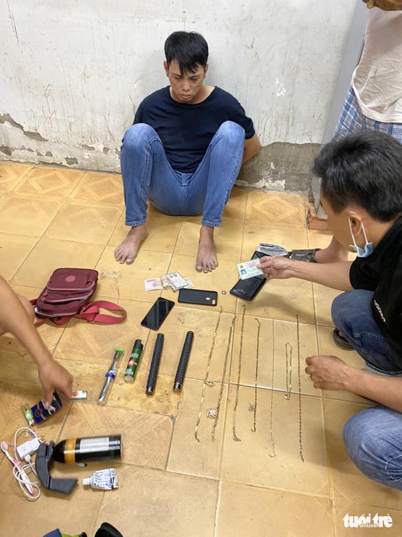 Bắt nhóm cướp dùng xe tải thực hiện 7 vụ cướp táo tợn ở miền Tây - Ảnh 1.
