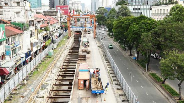 Cuối năm 2021 hoàn trả mặt đường Lê Lợi sau hơn 4 năm rào kín làm metro - Ảnh 1.