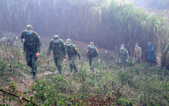 Tuần tra thực hiện nhiệm vụ kép nơi địa đầu Tổ quốc - Ảnh 1.