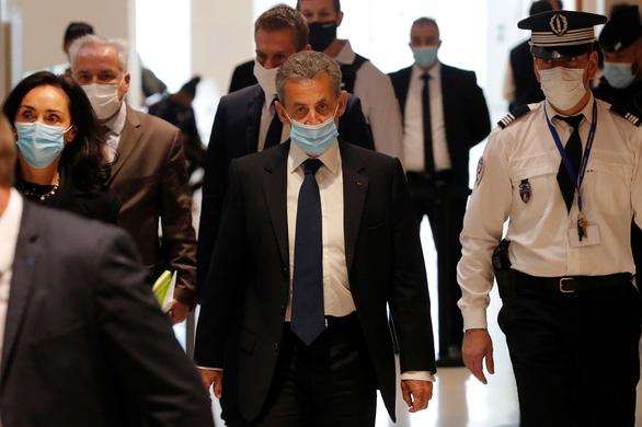 Cựu tổng thống Pháp Sarkozy bị tuyên 3 năm tù vì tội tham nhũng - Ảnh 1.
