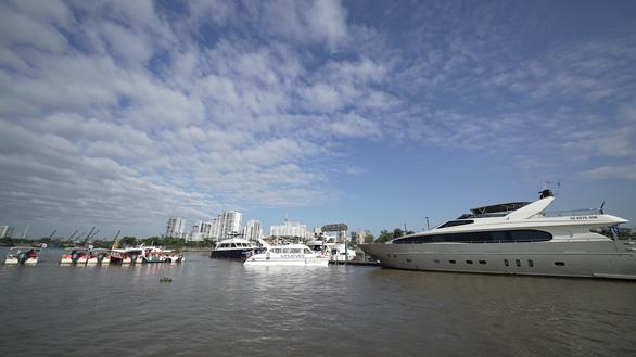 Ấn tượng với tour trải nghiệm đường sông tham quan biệt thự mẫu đô thị đảo Phượng Hoàng - Ảnh 1.