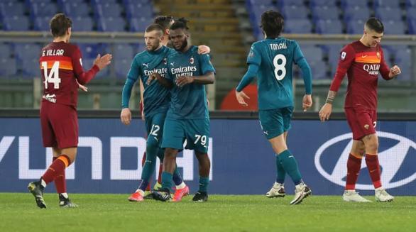 Ibrahimovic tịt ngòi, AC Milan vẫn giành trọn 3 điểm trước Roma - Ảnh 3.