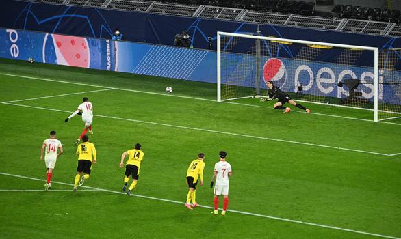 Haaland lại tỏa sáng, Dortmund loại Sevilla vào tứ kết Champions League - Ảnh 3.