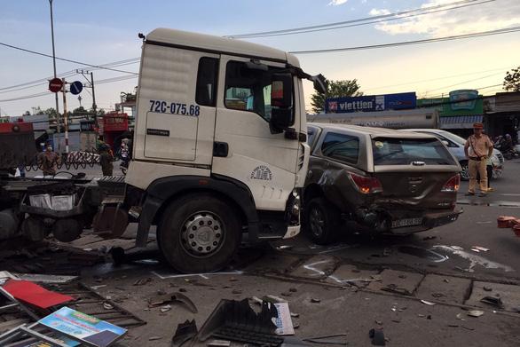 Tai nạn liên hoàn, 2 phụ nữ bị thương nặng, quốc lộ 51 ùn ứ kéo dài - Ảnh 1.