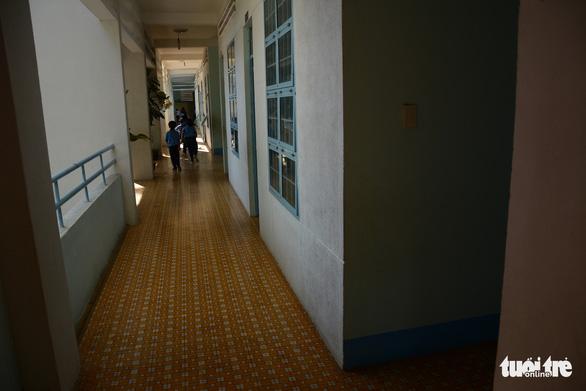 Hiệu trưởng chưa khẳng định được cô giáo nhảy lầu hay tự té - Ảnh 2.
