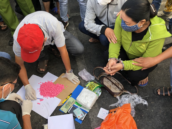 Bắt nữ quái vận chuyển số ma túy khủng từ TP.HCM về Cà Mau - Ảnh 1.