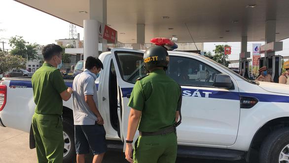 Phát hiện 2 tài xế xe tải dương tính với ma túy tại cửa ngõ cảng Hiệp Phước - Ảnh 2.