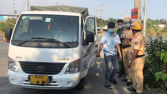 Phát hiện 2 tài xế xe tải dương tính với ma túy tại cửa ngõ cảng Hiệp Phước - Ảnh 1.