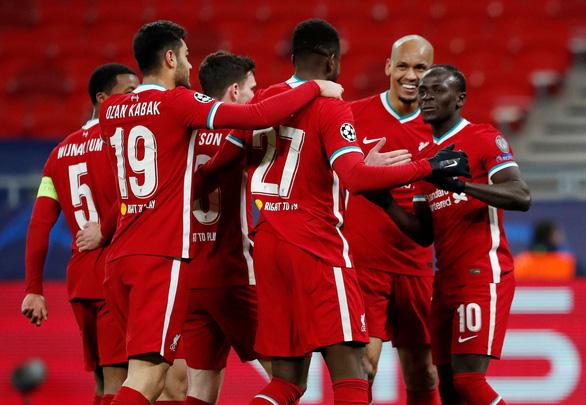Salah và Mane đưa Liverpool vào tứ kết Champions League - Ảnh 1.