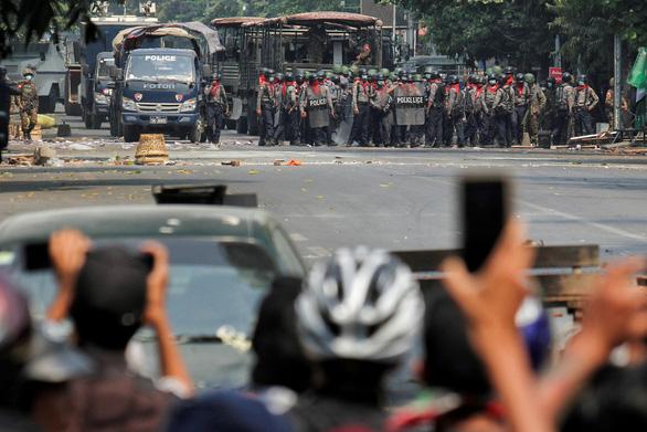 Thêm 7 người biểu tình chết ở Myanmar ngày 11-3, bất chấp thế giới phản đối - Ảnh 1.