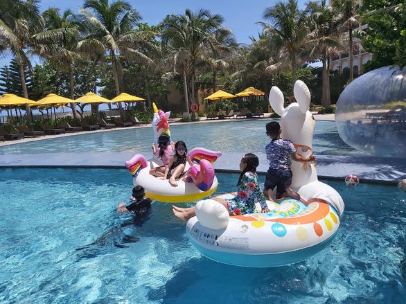 Resort, khách sạn ven biển quanh TP.HCM hồi phục ở mức trước đại dịch - Ảnh 1.