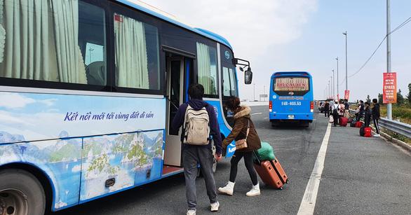 Quảng Ninh cho nhiều tuyến xe khách liên tỉnh hoạt động từ 11-3 - Ảnh 1.
