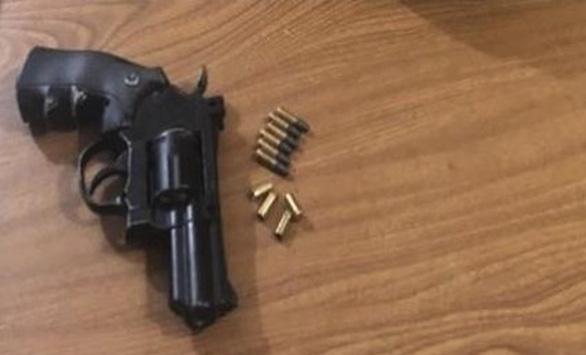Một đại biểu HĐND tỉnh Bến Tre bị phát hiện tàng trữ súng ngắn - Ảnh 1.