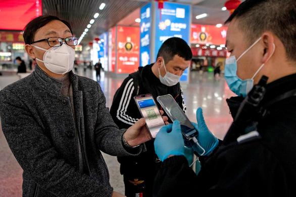 Mã QR code sức khỏe - Vũ khí chống dịch của Trung Quốc - Ảnh 1.