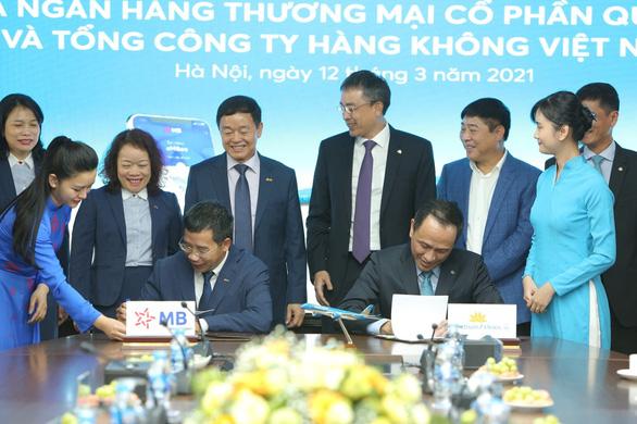 Vietnam Airlines và MB ký kết thỏa thuận hợp tác toàn diện - Ảnh 1.