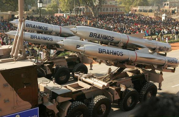 Tăng cường phòng thủ ở Biển Đông, Philippines mua siêu tên lửa BrahMos - Ảnh 1.