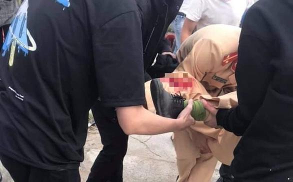 Thanh niên lao xe máy 'thông chốt' đâm gãy chân cảnh sát giao thông - Ảnh 1.