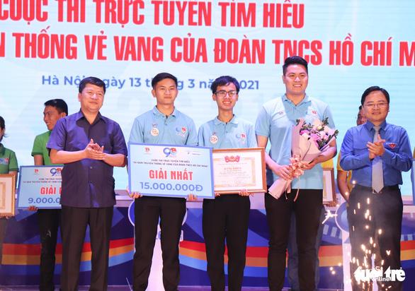 3 chàng trai trẻ đoạt quán quân cuộc thi tìm hiểu 90 năm của Đoàn - Ảnh 2.