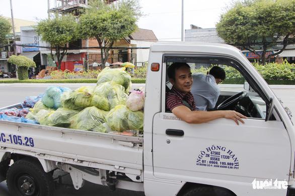 Tui bán bánh ướt lời được 5 chục, tui dành ra 2 chục mua rau củ của Hải Dương - Ảnh 4.