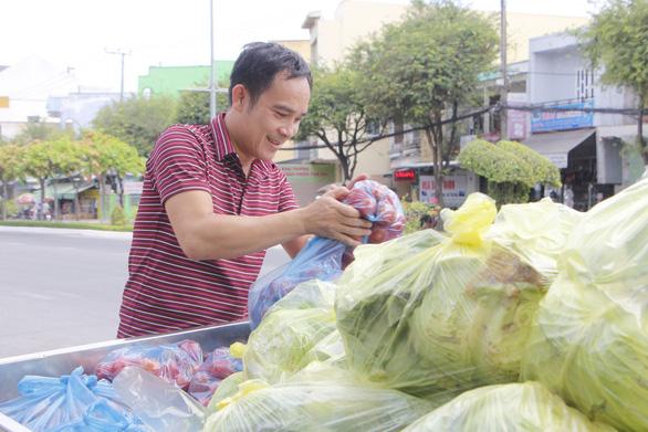 Tui bán bánh ướt lời được 5 chục, tui dành ra 2 chục mua rau củ của Hải Dương - Ảnh 3.