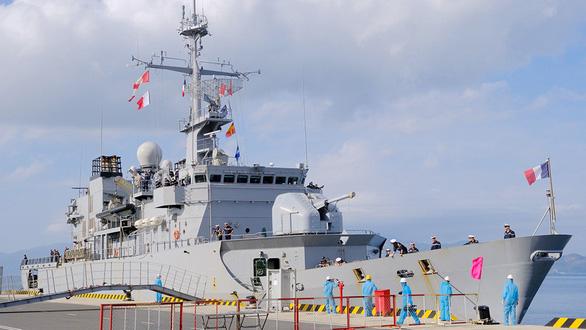 Tàu chiến châu Âu dồn dập vào Biển Đông - Ảnh 1.
