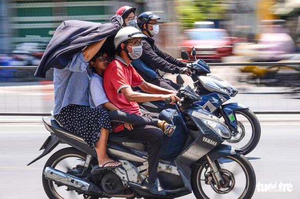 Nam Bộ khô nóng đến hết tháng 4, Đông Nam Bộ nóng nhất - Ảnh 1.