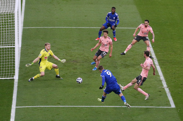 Leicester vượt mặt Man Utd trên bảng xếp hạng - Ảnh 3.