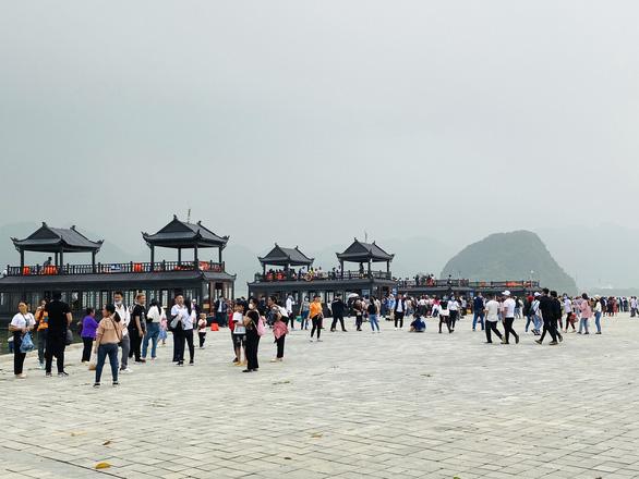 5 vạn người đổ về chùa Tam Chúc, tỉnh Hà Nam phải tìm giải pháp - Ảnh 3.