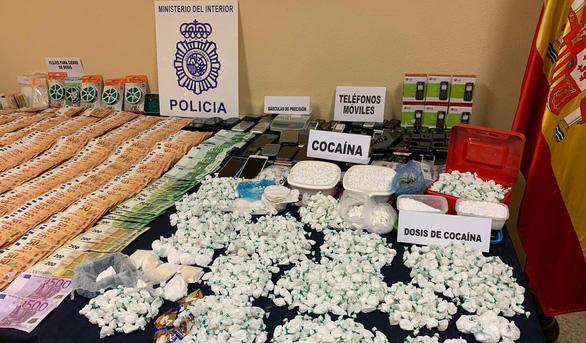 Tây Ban Nha bắt băng đảng phân phối cocaine lớn nhất ở thủ đô - Ảnh 1.