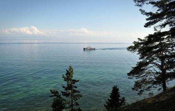 Nga thả kính viễn vọng xuống hồ Baikal để nghiên cứu vũ trụ - Ảnh 1.